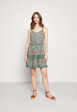 ONLKARMEN ANNE LIFE DRESS - Freizeitkleid - chinois green