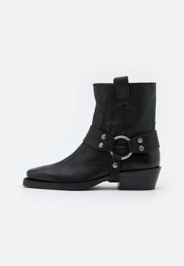 NO SCENE - Cowboy/biker ankle boot - black