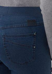 BRAX - STYLE PAMINA - Jeans slim fit - stoned - 4