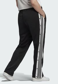 adidas Originals - ADIBREAK ADICOLOR CLASSICS PRIMEGREEN SLIM PANTS - Tracksuit bottoms - black - 1