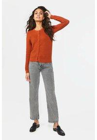 WE Fashion - Cardigan - rust brown - 1