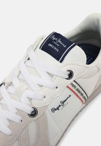Pepe Jeans - TINKER  - Trainers - factiory white - 5
