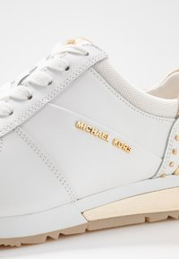 MICHAEL Michael Kors - ALLIE WRAP TRAINER - Trainers - optic white/platin gold - 2