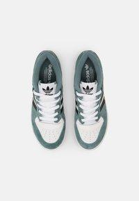 adidas Originals - RIVALRY UNISEX - Zapatillas - white/hazy emerald/core black - 3