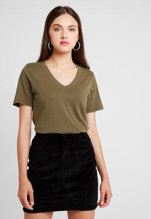 ONLONE  V NECK - Basic T-shirt - beech