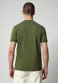 Napapijri - SIROL - T-shirt med print - green cypress - 1