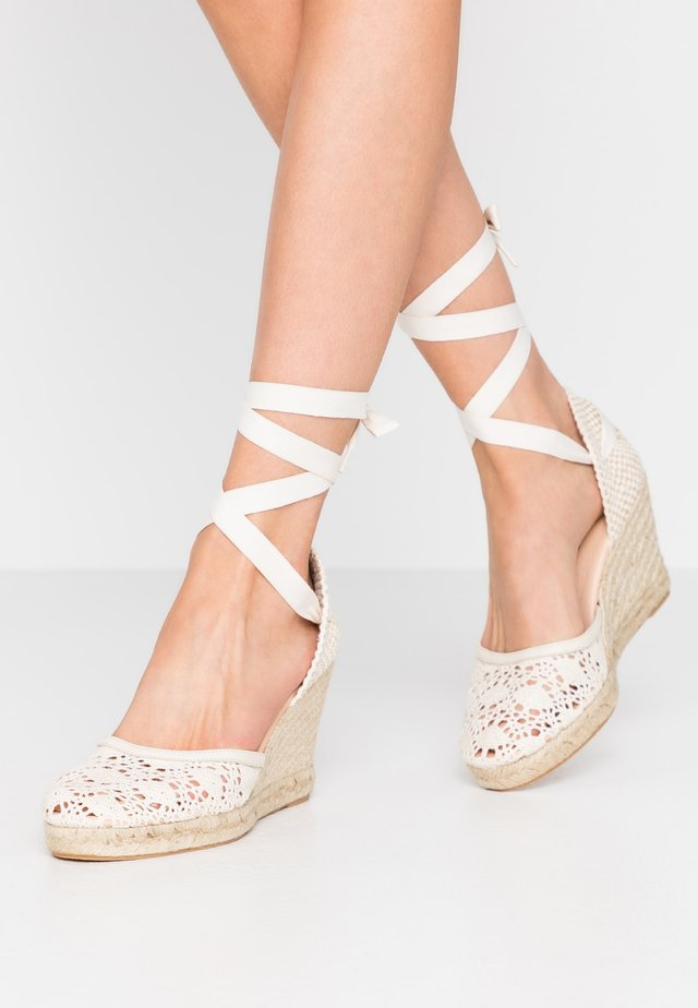 LAJANA - Sandály na vysokém podpatku - crème