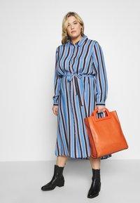 Kaffe Curve - DOLINE DRESS - Robe chemise - provence - 1