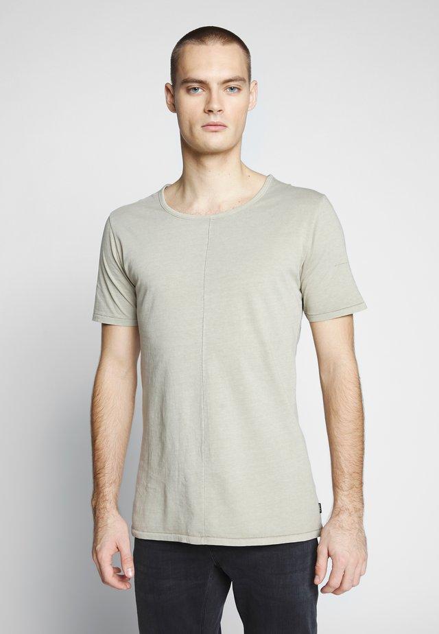 ELIANO - T-shirts - sand