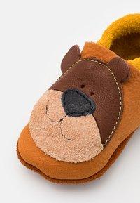 POLOLO - HONIGBÄR UNISEX - First shoes - braun - 5