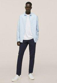 Mango - RELAXED FIT - Formal shirt - himmelblau - 1