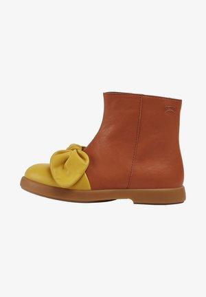 DUET - Korte laarzen - braun - gelb