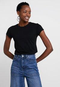 Zalando Essentials - T-shirts - black - 0