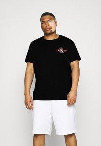 Calvin Klein Jeans Plus - URBAN GRAPHIC - Print T-shirt - black - 0