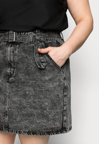 Glamorous Curve - MINI SKIRT WITH BELT - Mini skirt - black - 4