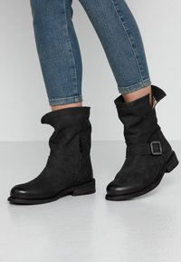 Felmini Wide Fit - GREDO - Cowboy/biker ankle boot - pacific black - 0