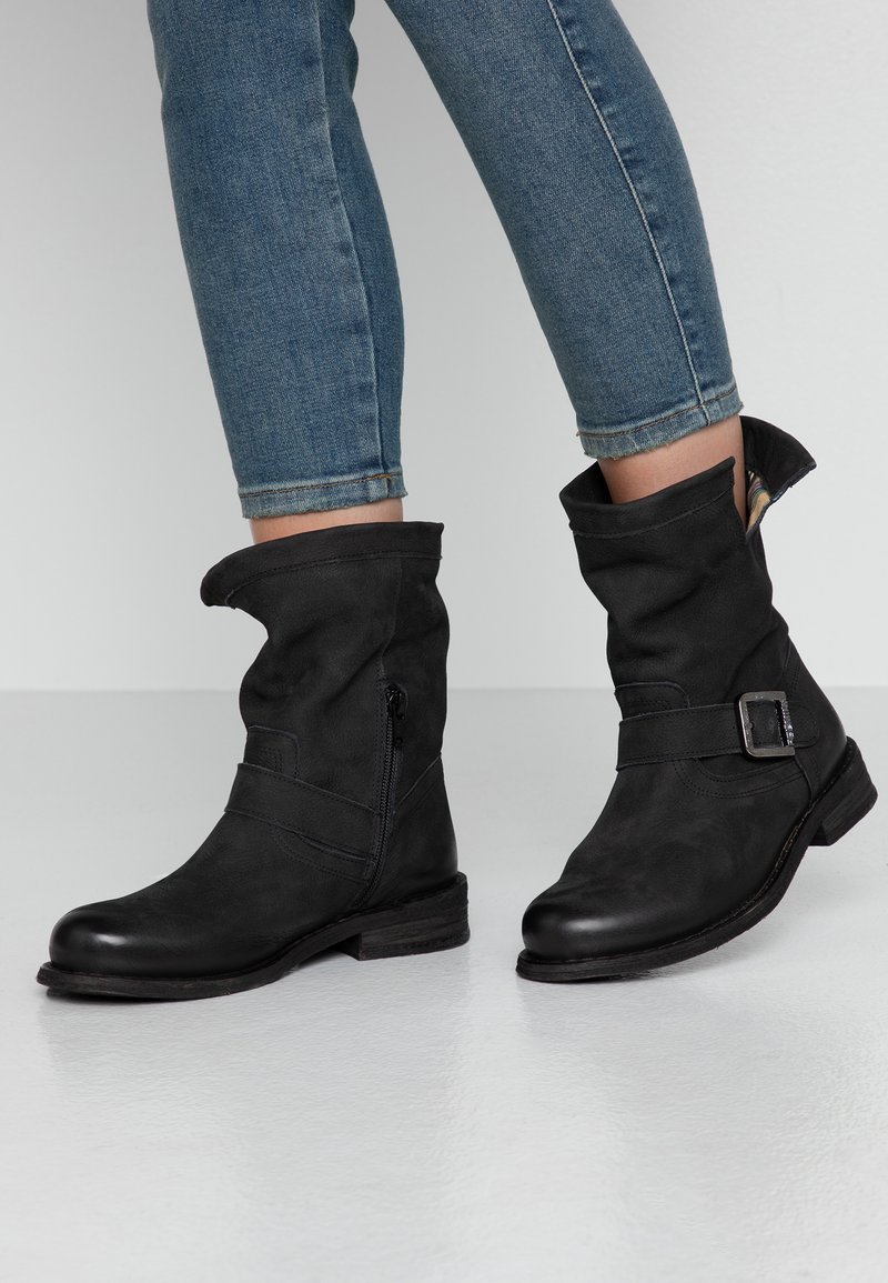 Felmini Wide Fit - GREDO - Cowboy/biker ankle boot - pacific black