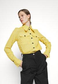 Victoria Victoria Beckham - PATCH POCKET SHIRT - Blouse - sicilian lemon - 3