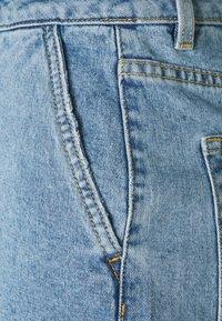 Object Tall - OBJPENNY FOLD - Shorts di jeans - light blue denim - 2