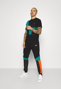 STAPLE PIGEON - TEE UNISEX - Basic T-shirt - black - 1