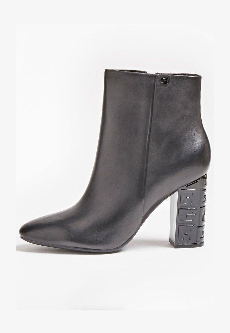 Guess - LARIAH - Korte laarzen - schwarz