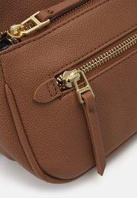 PARFOIS - CROSSBODY BAG SNATCH SET - Across body bag - camel - 5
