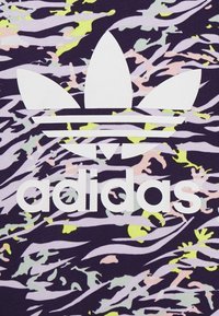 adidas Originals - TEE - T-shirt imprimé - depp purple/multicolor - 2