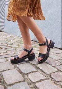 mtng - CURIE - Sandały na platformie - black - 4