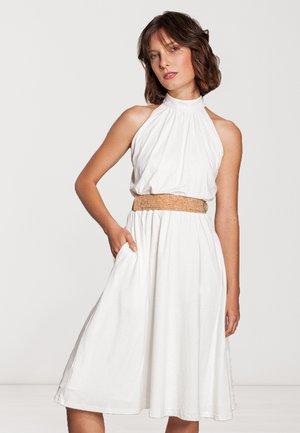 MIT GÜRTEL  - Cocktail dress / Party dress - weiß
