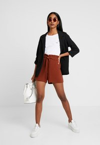 ONLY - ONLTURNER PAPER BAG  - Shorts - russet brown - 1