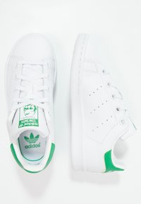 adidas Originals - STAN SMITH  - Sneakersy niskie - footwear white/green - 1
