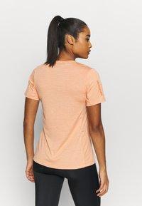 Dakine - CADENCE - Print T-shirt - papaya - 2
