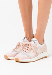 LOVE OUR PLANET by NOVI - VENERE - Sneakers basse - blush/offwhite - 0