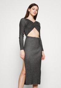 Milk it - LONG SLEEVE PLATED MIDI DRESSW TWIST - Jumper dress - black - 3