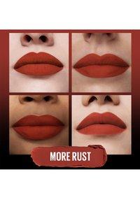 Maybelline New York - COLOR SENSATIONAL ULTIMATTE - Lipstick - more rust - 3