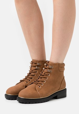 WIDE FIT PIPED LACE UP - Lace-up ankle boots - tan