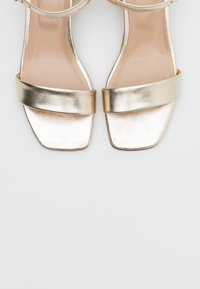 Anna Field - LEATHER SANDALS - Sandály - gold - 5