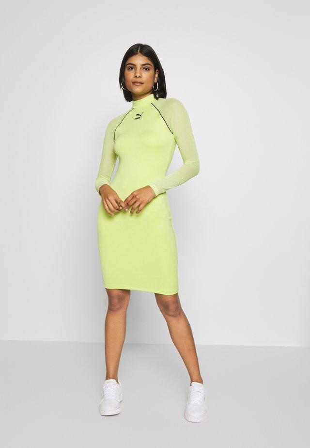BODYCON DRESS - Shift dress - sharp green