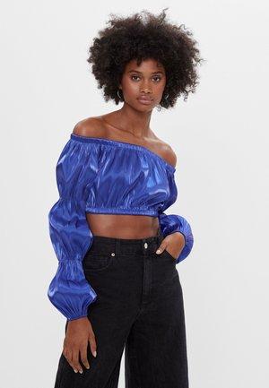 MIT CARMEN-AUSSCHNITT  - Bluse - blue