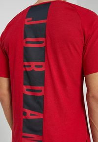 Jordan - ALPHA DRY - T-shirts print - gym red/black - 3