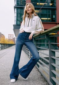 Levi's® - 70S HIGH FLARE - Flared Jeans - standing steady - 4