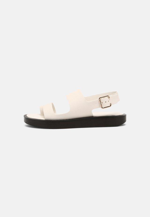 ASHLEY - Sandály s odděleným palcem - pristine mini lizard
