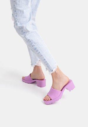 Pantofle na podpatku - mauve