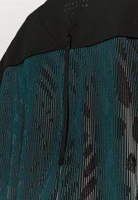 Nike Performance - RUN DIVISION HOLOKNIT  - Sports shirt - black/green abyss - 6