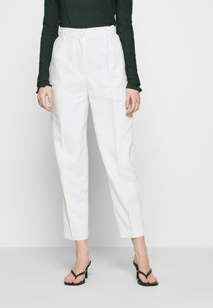 PLEAT SUIT PANTS - Pantalones - off-white