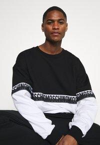 Moschino Underwear - Pyjamasoverdel - black/white - 4