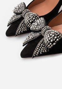 Oxitaly - LORY - Classic heels - nero/cana de fucile - 5