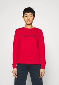 Calvin Klein - CORE LOGO - Sweatshirt - tango red - 0