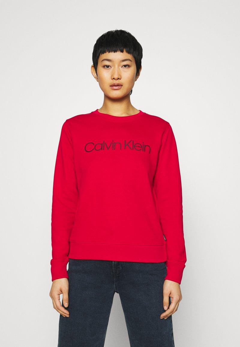 Calvin Klein - CORE LOGO - Sweatshirt - tango red