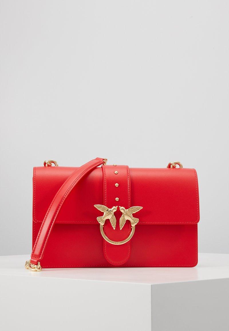 Pinko - LOVE CLASSIC SIMPLY  - Skulderveske - red